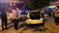 ZİNCİRLEME KAZA - Alkollü Sürücü Park Halindeki Polis Aracına Arkadan Çarptı