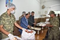 KURU FASULYE - Askerlerin Yemekleri Bu Kez Yunusemre Belediyesinden