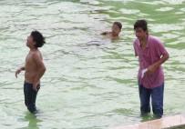 SOKAK ÇOCUĞU - Süs havuzuna girip, uçucu madde kullanıyorlar!