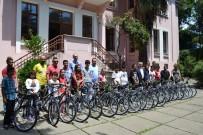 GÜNHAN YAZAR - Fenerbahçelilerden Başarılı Öğrencilere Bisiklet