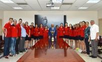Genç Basketbolcular Başarılarını Başkan Kocamaz İle Paylaştı