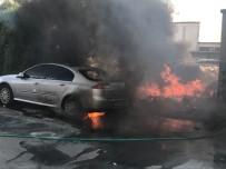SANAYİ SİTESİ - Hurdalık Alanda Çıkan Yangın Otomobili Kül Etti