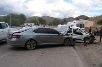 İki Araç Kafa Kafaya Çarpıştı Açıklaması 6 Yaralı