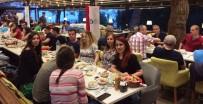 ŞELALE - İzmit Belediyesi Millilerle İftar Yaptı