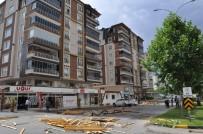 Nizip'te Şiddetli Fırtına Çatıları Uçurdu