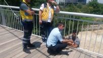 TAHKİKAT - Polis İntiharcıyı Köprünün Demirlerine Kelepçeledi