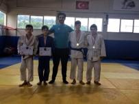KOCAPıNAR - Salihlili Judocular Rize'den 4 Madalya İle Döndü