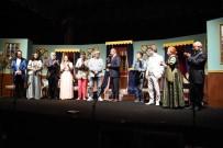 MEHMET KELEŞ - Şehr-İ Şahane Kumpanyası Ve Akidezadeler Oyunu Düzcelilerden Beğeni Aldı