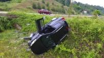 Sinop'ta Otomobil Şarampole Yuvarlandı Açıklaması 2 Yaralı