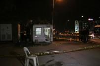 TAKSİ DURAĞI - Taksi Durağına Silahlı Saldırı Açıklaması 1 Ölü, 2 Yaralı