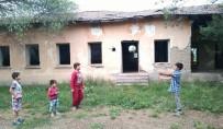 Yıkılmaya Yüz Tutan Okul Tehlike Saçıyor