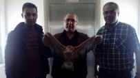 MOBİLYA - Yolda Bulduğu Kartalı İlçe Tarım Müdürlüğü'ne Teslim Etti