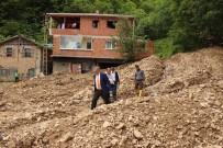 Yomra'da Yoğun Yağmur Yağışı Nedeniyle 6 Mahalle Yolu Ulaşıma Kapandı.
