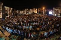 EYÜP SULTAN CAMİİ - 10 Bin Kişi Meydanda Birlikte Saf Tuttu