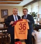 GALATASARAY - Bakan Arslan, Galatasaray Spor Kulübü Başkanı Özbek'i Makamında Ağırladı
