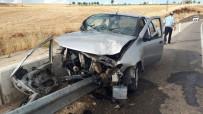 Bariyerlere Çarpan Otomobil Hurdaya Döndü Açıklaması 1 Yaralı