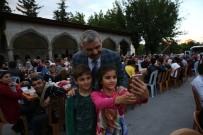 İFTAR SOFRASI - Başkan Çelik İftarını 5 Bin Kişiyle Birlikte Açtı