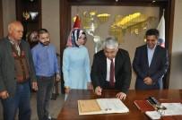 KıNA GECESI - Başkan Karaçanta İlk Kez Gazeteci İçin İmza Attı