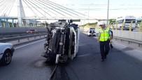 TİCARİ ARAÇ - Hafif Ticari Araç Alt Geçit Bariyerine Çarptı Açıklaması 1 Yaralı