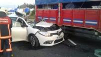 SILIVRI DEVLET HASTANESI - İstanbul'da Otomobil Kamyona Çarptı Açıklaması 1 Ölü, 2 Yaralı