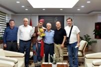 ŞEHİR TİYATROSU - İzmirli Sanatçılar Başkan Kayda'ya Veda Etti