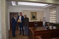 MEHMET ERDEM - Kaymakam Akbulut Tepeköy Dernek Başkanı Aslanhan'a Teşekkür Plaketi Verdi