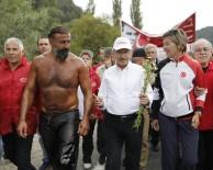 Kılıçdaroğlu'nun yürüyüşüne destek veren Kırkpınar başpehlivanı...