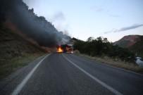 UZUNTARLA - Yol Kesen PKK'lılar Araç Yaktı