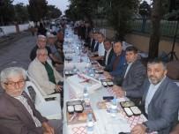 AK Parti'den Mahalle Sakinlerine İftar Yemeği