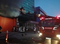 İTFAİYE ERİ - Kağıthane'de 5 Katlı İş Merkezi Yandı