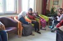 KARAHISAR - Karahisar Gençlik Merkezi Gençleri Huzurevini Ziyaret Etti