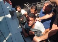 TAKSIM MEYDANı - Kolu Yürüyen Merdivene Sıkıştı, Feryadı Yürek Dağladı