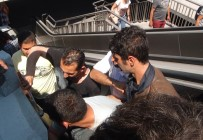 TAKSIM MEYDANı - Taksim Meydanı'nda Kolu Yürüyen Merdivene Sıkışan Şahsı İtfayie Kurtardı