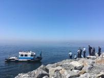 SAĞLIK EKİPLERİ - Pendik Sahilinde Erkek Cesedi Bulundu