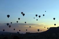 KÜLTÜR TURIZMI - Şeker Tadında Bayram Geçirmek İsteyenlerin Tercihi Kapadokya Oldu