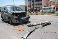 TİCARİ ARAÇ - Tıra Arkadan Çarptı, Şans Eseri Yaralan Olmadı
