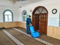 11 AYıN SULTANı - Yunusemre'de İbadethaneler Bayrama Hazır