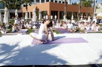 DANS GÖSTERİSİ - Antalya'da Yoga Festivali Başladı