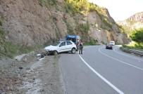 Bayram Tatili Yolunda Kaza Açıklaması 4 Yaralı