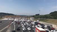 ŞEHİR İÇİ - Bursa'da Tatil Yoğunluğu, Kuyruk 20 Kilometreyi Buldu