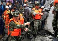 TOPRAK KAYMASI - Çin'de Toprak Kayması Açıklaması 140 Kişi Toprak Altında