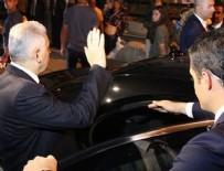 Başbakan Yıldırım, 15 Temmuz'da darp edilen müezzinin görevli olduğu camiye gitti
