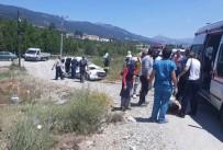POLİS EKİPLERİ - Denizli'de Trafik Kazası Açıklaması 4 Yaralı