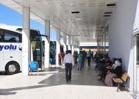 ŞEHİRLERARASI OTOBÜS - Havalimanı Ve Otogarda Bayram Sessizliği