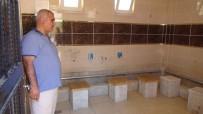 MEHMET ÇELIK - Hırsızlar Cami Tuvaletinin Musluklarını Çaldı