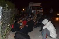 POLİS EKİPLERİ - Kamyonet Kasasında 47 Kaçak Göçmen Yakalandı