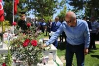 ŞEHİT YAKINLARI - Karaman'da Şehitlik Ziyareti