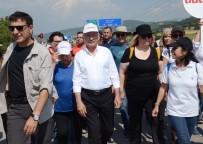 TRAFİK POLİSİ - Kılıçdaroğlu'nu Selamlamak İçin Durdu, Üç Araçlı Zincirlemeli Trafik Kazası Yaşandı