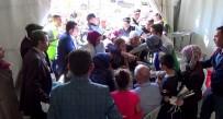 POLİS EKİPLERİ - Milletvekilinin Yardım Çeki Dağıtımında İzdiham