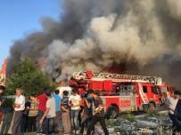 PATLAMA SESİ - Mobilya Fabrikası Yandı, Vatandaşlar Film Gibi İzledi